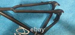 Carbon fibre 23.5 Gravel Road Bike Frame and Forks 700c Disc Brake Wheel